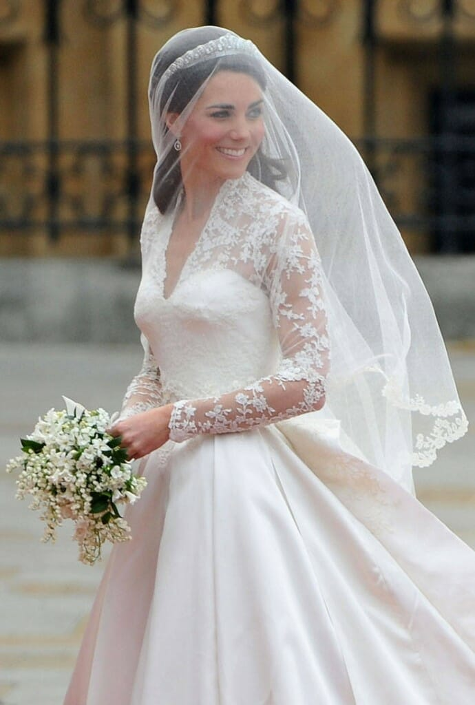 kate-catherine-middleton-royal-wedding-alexander-mcqueen-sarah-burton-dress-4