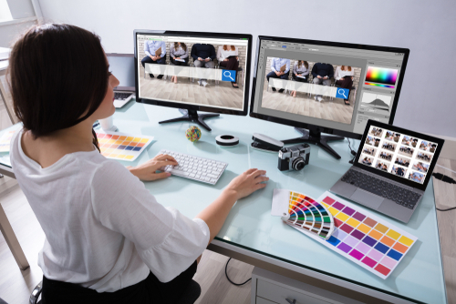 Can I Work as an Independent Contractor With My Graphic Design Degree?